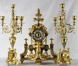 """Арт-студия """"Кентавр"""" - Старинные каминные часы с фигурой тритона у основания, с боем и канделябрами №011902"""