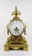 """Арт-студия """"Кентавр"""" - Старинные каминные часы с боем с вазоном. №012270"""