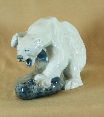 """Арт-студия """"Кентавр"""" - Фарфоровая статуэтка """"Схватка медведя с котиком"""" №010543"""