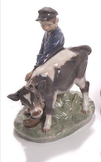 """Арт-студия """"Кентавр"""" - Статуэтка """"Крестьянский мальчик с коровой"""" №011511"""