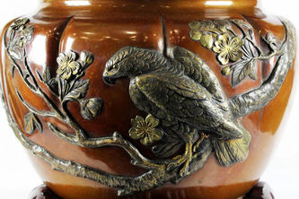 """Арт-студия """"Кентавр"""" - Старинная бронзовая японская ваза-кашпо с изображением орла. №011752"""