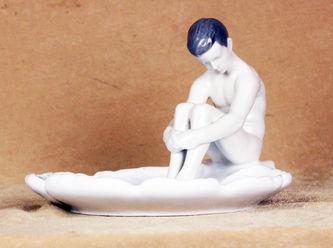 """Арт-студия """"Кентавр"""" - Пепельница в форме раковины с фигурой сидящего мальчика №011766"""