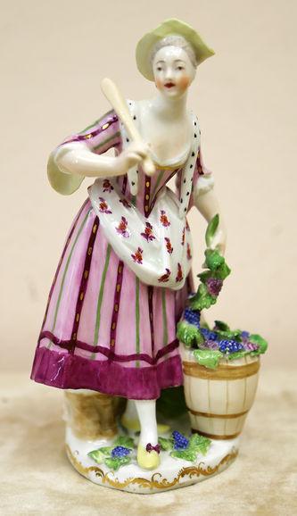 "Арт-студия ""Кентавр"" - Фарфоровая статуэтка ""Сборщица винограда"" №014794"