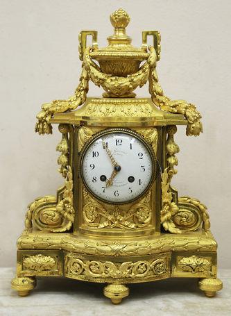 """Арт-студия """"Кентавр"""" - Старинные часы с вазоном в стиле Людовика XVI №015378"""